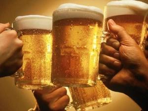 Dưới 18 tuổi không được uống bia