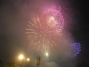Pháo hoa rực sáng bầu trời Sài Gòn trong lễ tết Độc lập