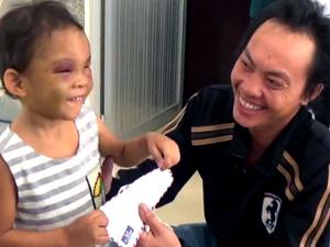 Cháu bé 4 tuổi bị bạo hành dã man ở Bình Dương hạnh phúc trong vòng tay cha