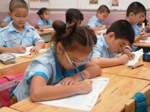 Học sinh nông thôn phải đóng hơn 4 triệu tiền trường đầu năm
