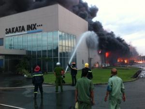 Vẫn đang cháy nổ dữ dội ở KCN VSIP Bình Dương