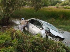 Ô tô lao xuống nước lũ, 4 người tử nạn