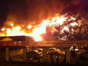 Hé lộ nguyên nhân quán bar Luxury ở Hà Nội bốc cháy trong đêm