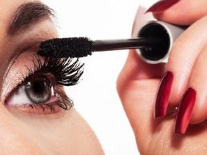 Mascara dễ gây nhiễm trùng mắt nghiêm trọng