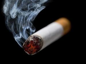 Mẹo hay trị hôi miệng cho người hút thuốc lá