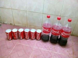 Cận cảnh những sản phẩm của Coca Cola bị xì nước, nổ lốp bốp