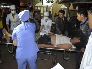 13 người thương vong trong vụ ô tô khách tông xe máy