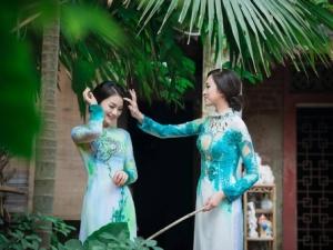 Ngắm Diệu Hương  e ấp trong tà áo dài truyền thống