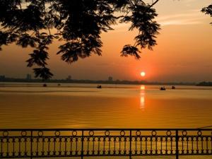 Báo Anh khen ngợi vẻ đẹp Tây Hồ của Việt Nam