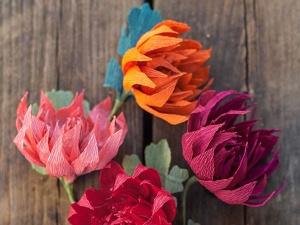 Cách làm hoa giấy xinh xắn trang trí bàn làm việc