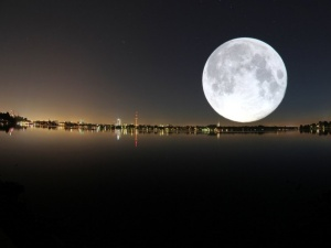 Lý giải vì sao mặt trăng lại phát sáng