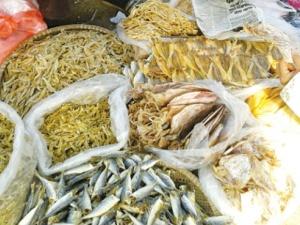 Ăn thực phẩm khô nhiễm độc: tiền mất tật mang