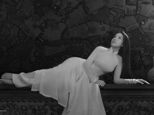 Ngắm Siêu mẫu Ngọc Bích đẹp như nữ thần trong bộ ảnh đen trắng