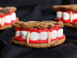 Cách làm bánh hàm răng nhọn hoắt, ghê sợ của Dracula cho Halloween