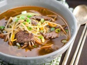Cách làm món canh giá đỗ thịt bò thanh mát cho bữa trưa cuối tuần