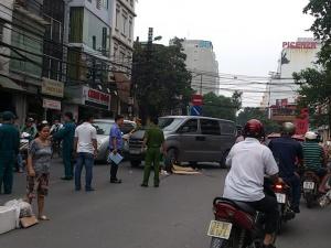 Hà Nội  : Đi bộ sang đường một phụ nữ bị ô tô đâm tử vong