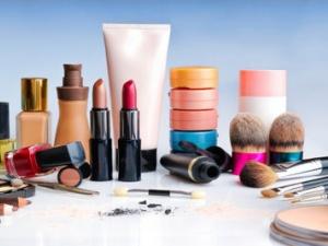 Phát hiện hàng loạt độc chất trong mỹ phẩm