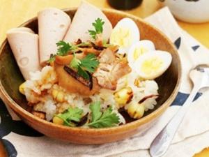 Cách làm món xôi gà hạt sen béo ngậy, bổ dưỡng cho bữa sáng cuối tuần