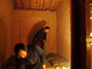 Triệu phú Trung Quốc từ bỏ tất cả để sống trong một túp lều