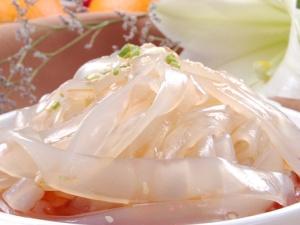 Triệt phá cơ sở sản xuất mỳ lạnh chứa chất cấm