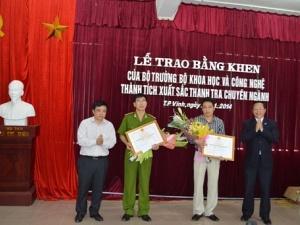 Bộ KH&CN trao Bằng khen cho chuyên án phá đường dây sản xuất IC giả gian lận xăng dầu