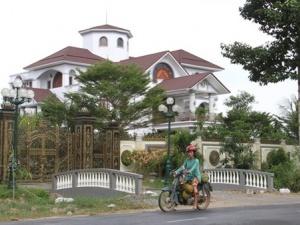 Công an tỉnh Bến Tre nói gì về tài sản con trai ông Trần Văn Truyền?