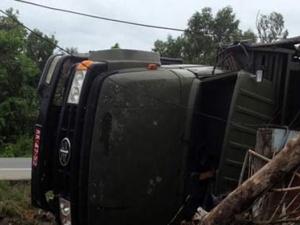 Xe tải quân sự bị lật, 5 chiến sĩ hy sinh