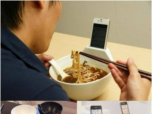 Bát ăn mì kiêm khay đựng smartphone độc đáo và tiện lợi