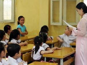 Vụ 2 giáo viên trả chức hiệu trưởng ở Tiền Giang: Do ai điều động?