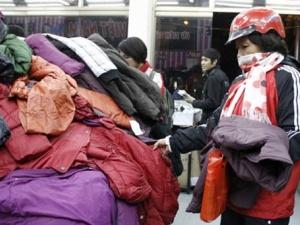 Mua áo phao lông vũ Trung Quốc kém chất lượng, rước bệnh hen suyễn