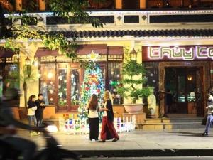 Những địa điểm chụp ảnh Noel đẹp lung linh ở Hà Nội