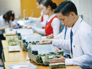 Thưởng Tết ngân hàng: Nhân viên 'nơm nớp' sợ thưởng 'bèo'