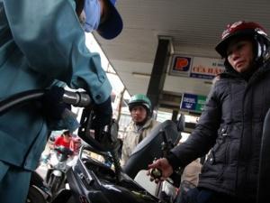 Vì sao chưa giảm giá xăng, dầu trong nước?