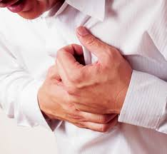 Coi chừng đau tim khi uống rượu kèm nước tăng lực