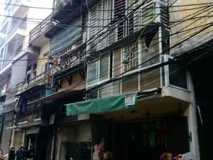 Nghi ngờ ô tô phát nổ ở Hà Nội bị ném bom