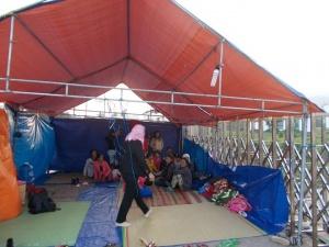 Dân cắm trại đòi nợ trước cổng nhà máy cồn