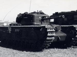Xe tăng bộ binh Churchill uy trấn một thời của nước Anh