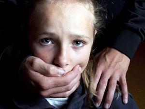Khởi tố đối tượng quấy rối trẻ em bằng búp bê tình dục