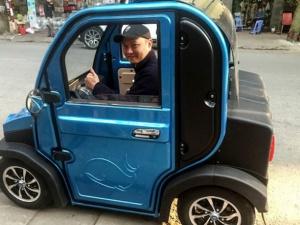 Ô tô điện không giấy tờ vi vu, cảnh sát giao thông bối rối