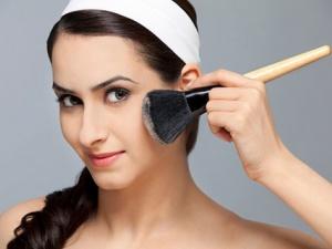 Trang điểm có thể gây mãn kinh sớm ở phụ nữ?
