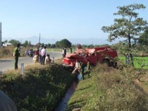 8 chiến sĩ bị thương trong vụ lật xe cứu hỏa