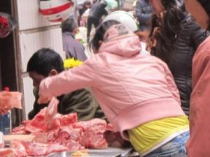 Nhận biết thịt lợn siêu nạc có hoá chất