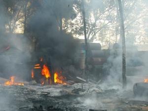 Bình Dương: Dân chạy nạn, 6000m2 nhà xưởng cháy rụi trong đám cháy