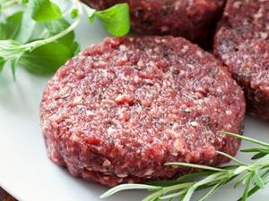 Nguy hiểm chết người khi ăn thịt bò bít tết nhiễm khuẩn