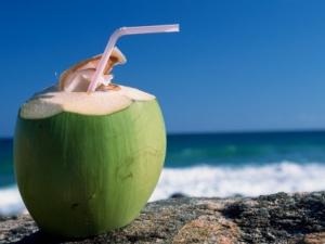 Phụ nữ có thai không nên uống nước dừa vào 3 tháng đầu