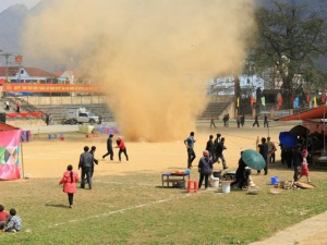 Lốc xoáy đất cát 'dọa' người dân Mèo Vạc bỏ chạy