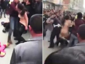 Cởi quần, khỏa thân tấn công cảnh sát trên phố