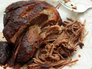 Nguy cơ ngộ độc từ thịt lợn nấu lại nhiều lần