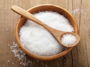 Sạch thâm trị mụn với công thức từ muối