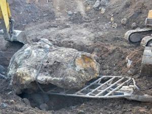 'Số phận' hòn đá 27 tấn giá bạc tỷ vẫn chưa được định đoạt